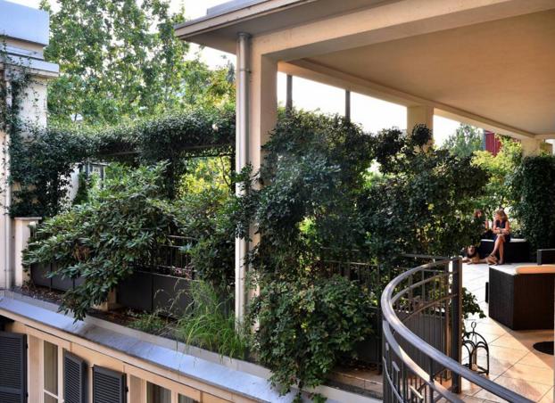 Un magnifico giardino pensile sulla terrazza di casa