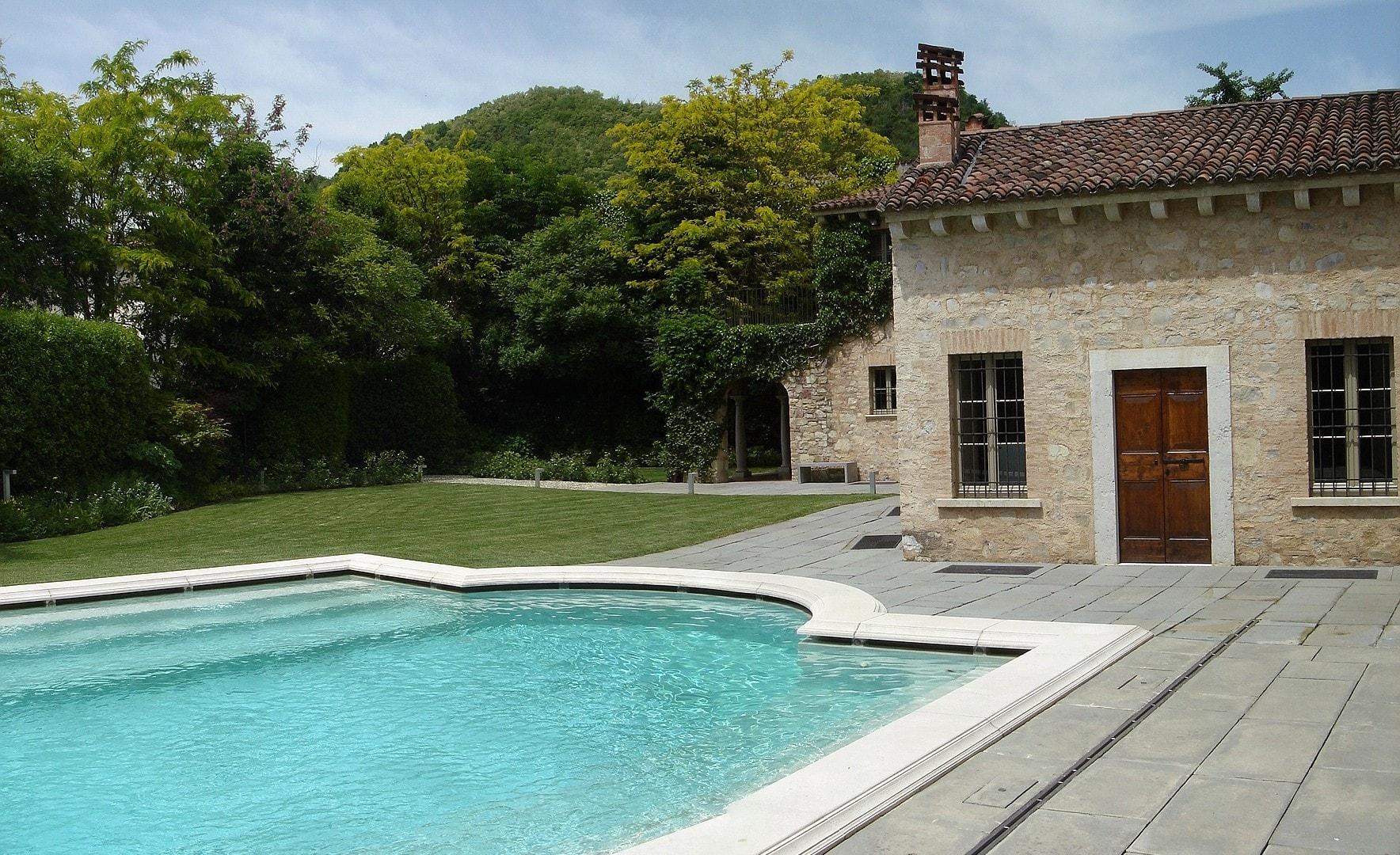 Franciacorta cascinale privato progettazione giardini soluzioni di qualit per il tuo giardino - Piscine franciacorta ...