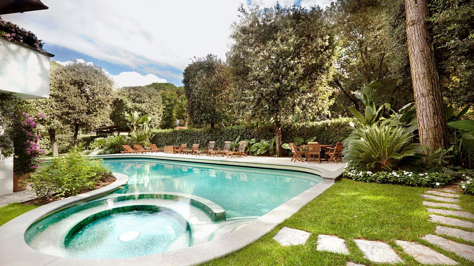 Toscana villa privata a forte dei marmi progettazione giardini soluzioni di qualit per il - Il giardino forte dei marmi ...