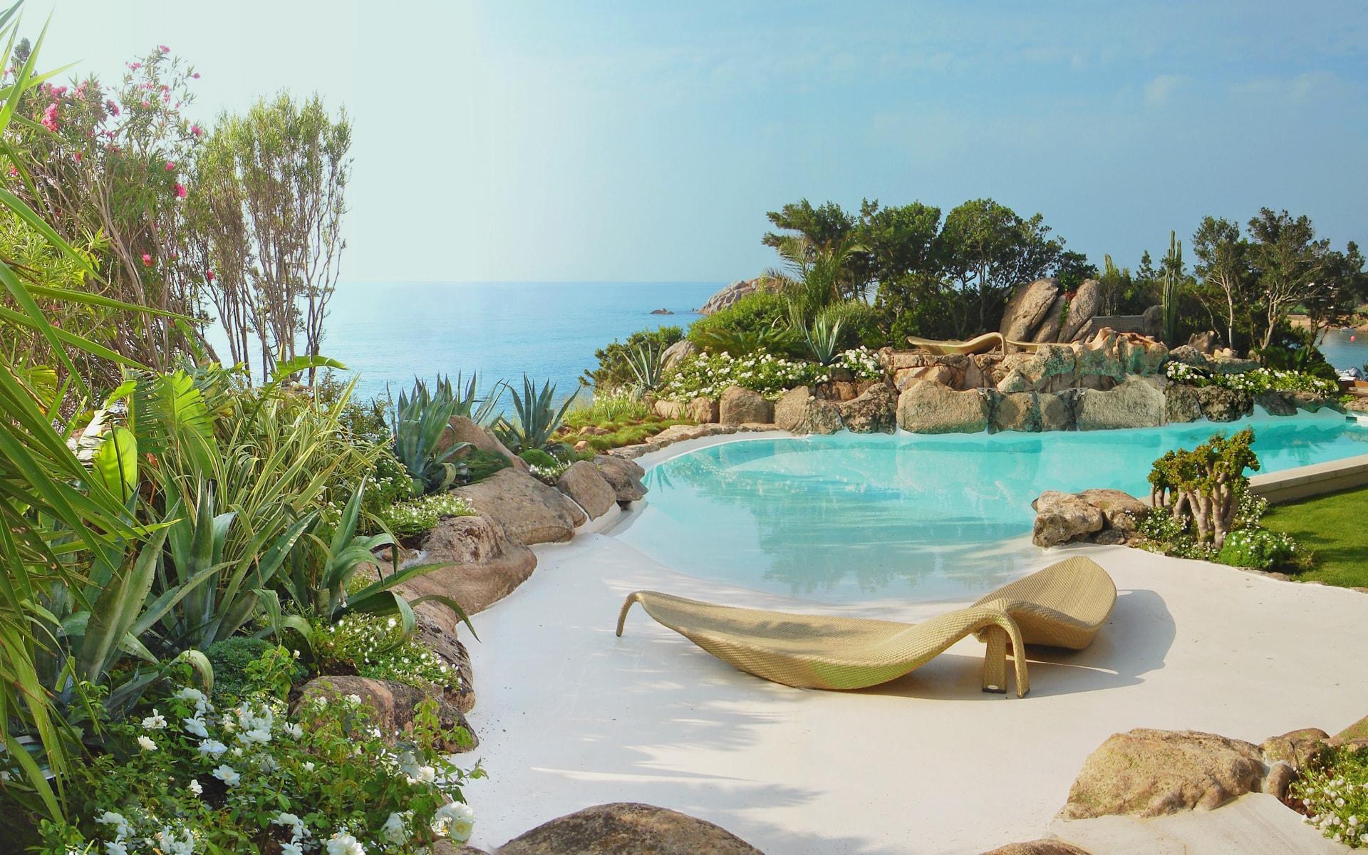 Villa sarda equilibrio naturale progettazione giardini for Realizzazione giardini pensili
