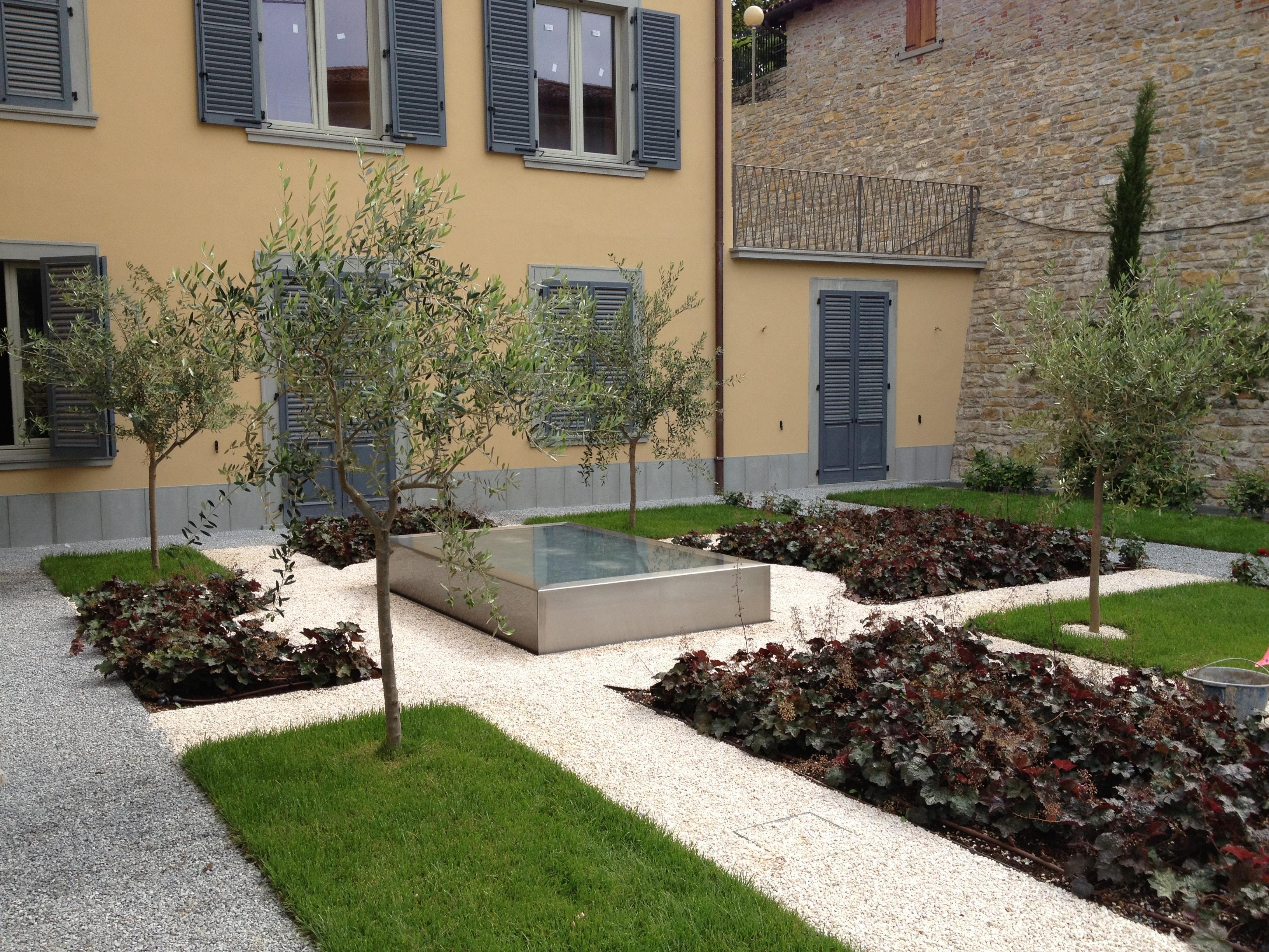 Bergamo giardino pensile di un edificio residenziale for Soluzioni giardini pensili